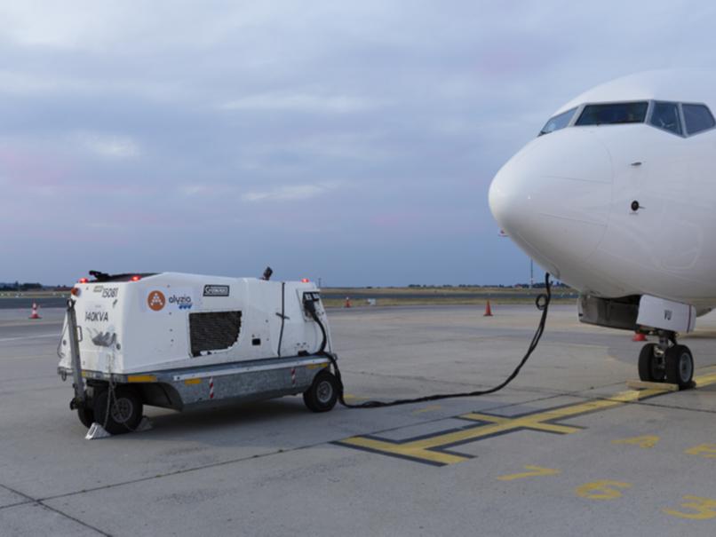 Avion en aire éloignée branché au 400 Hz