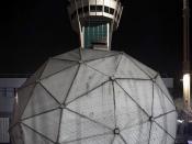 Nouveau radar sol SR-3 (SAAB) qui couronne la tour de contrôle de Paris-Orly