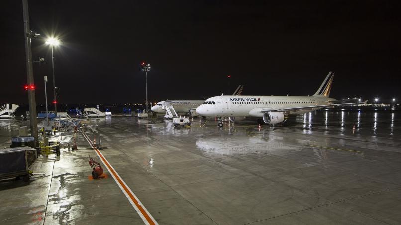 Aire de stationnement avions éclairée par LED
