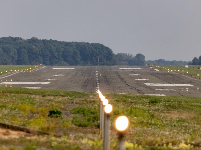 Aérodrome de Pontoise, piste © Arnaud Gaulupeau