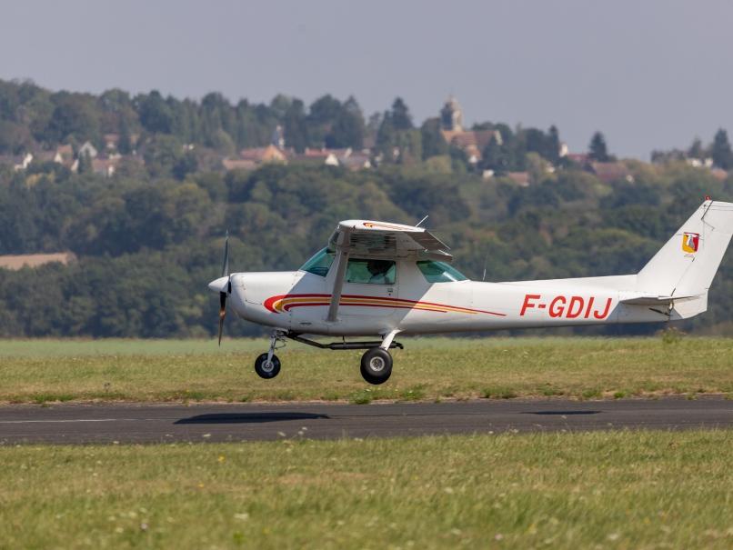 Avion à l'atterrissage aérodrome de Pontoisev© Arnaud Gaulupeau