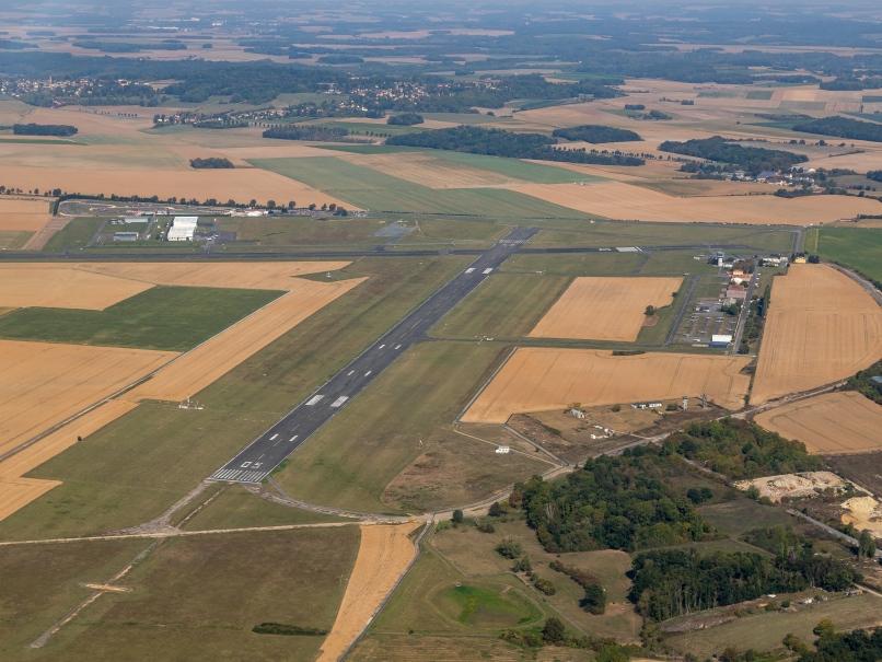 Vue aérienne, pistes, aérodrome de Pontoise © Arnaud Gaulupeau