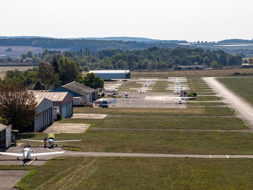 Hangars avions, aérodrome de Pontoise © Arnaud Gaulupeau