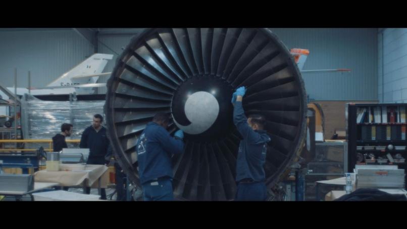 Mécaniciens aéronautiques en intervention