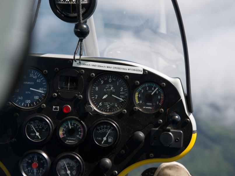 Tableau de bord d'un ULM pendulaire en vol - France ULM ©
