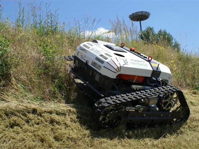 Robot hybride utilisé pour la maintenance des espaces verts